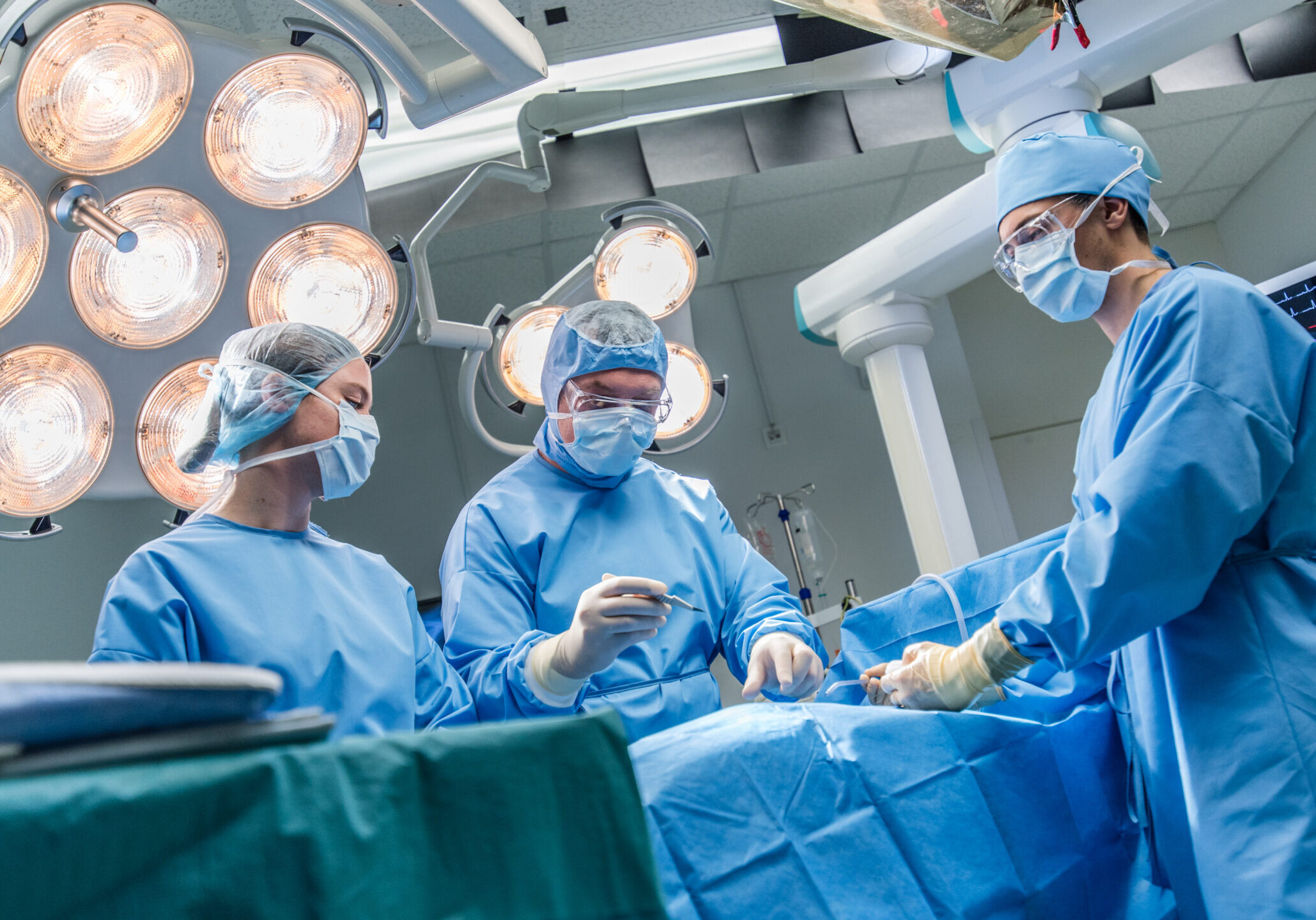 Surgeons doing surgery in operating theatre.
